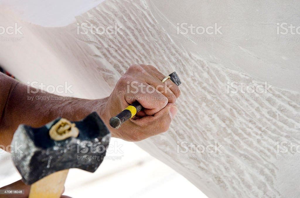 Bildhauer Skulptur aus Marmor mit seinem tools – Foto