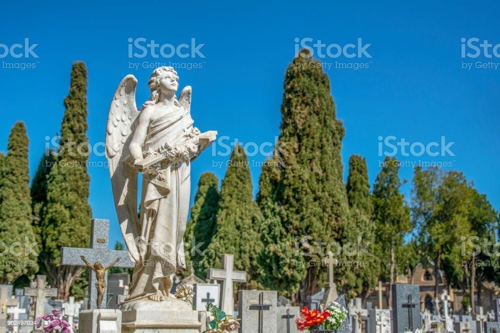 escultura em forma de um anjo - Foto de stock de Amor royalty-free