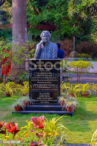 istock Sculpture of Acharya Jagadish Chandra Bose in Indian Botanic Garden of Shibpur, Howrah near Kolkata on February 2020 1249296198