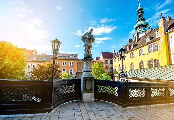 skulptur von jan nepomuk in bratislava - engelportal stock-fotos und bilder