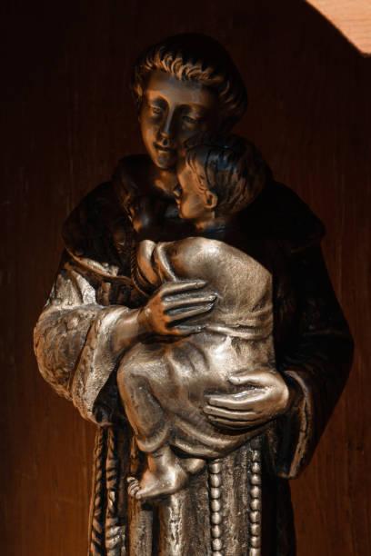 sculpture of saint anthony of padua - tamara, albania - st. anthony of padua stock photos and pictures