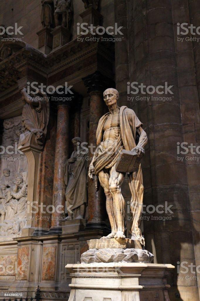 Escultura San Bartolomé Interior de la Catedral de Milán - foto de stock