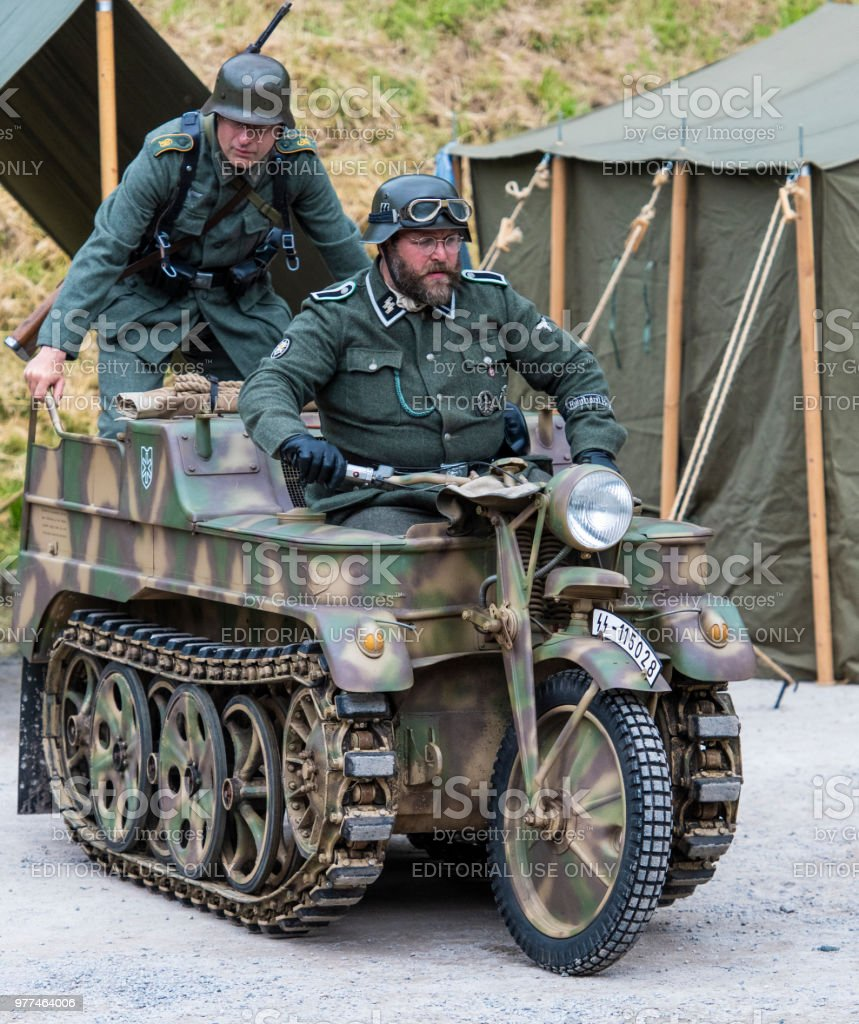 ドライバーと乗客 6 の第 6 Ss 師団の Sdkfz 2 ケッテンクラートs S ...