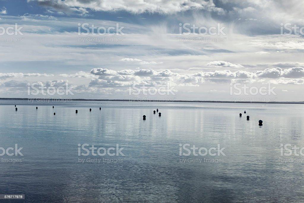Mare e cielo nuvoloso - foto stock