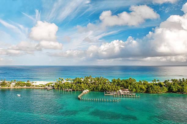 sea and sky. beautiful landscape bahamas - nassau new providence stockfoto's en -beelden