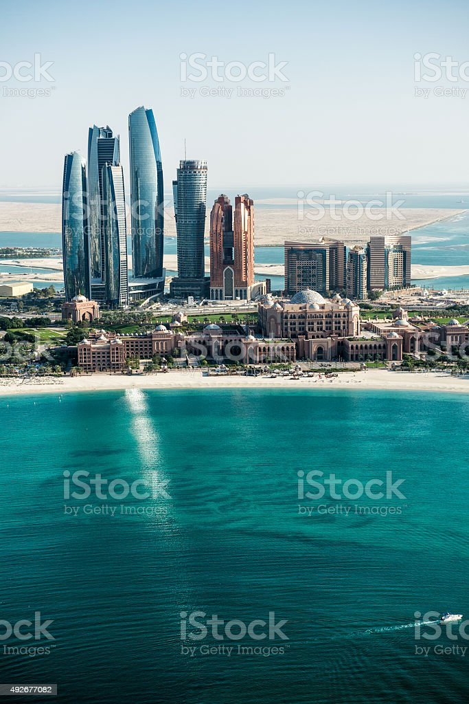 Sea and skyscrapers in Abu Dhabi​​​ foto
