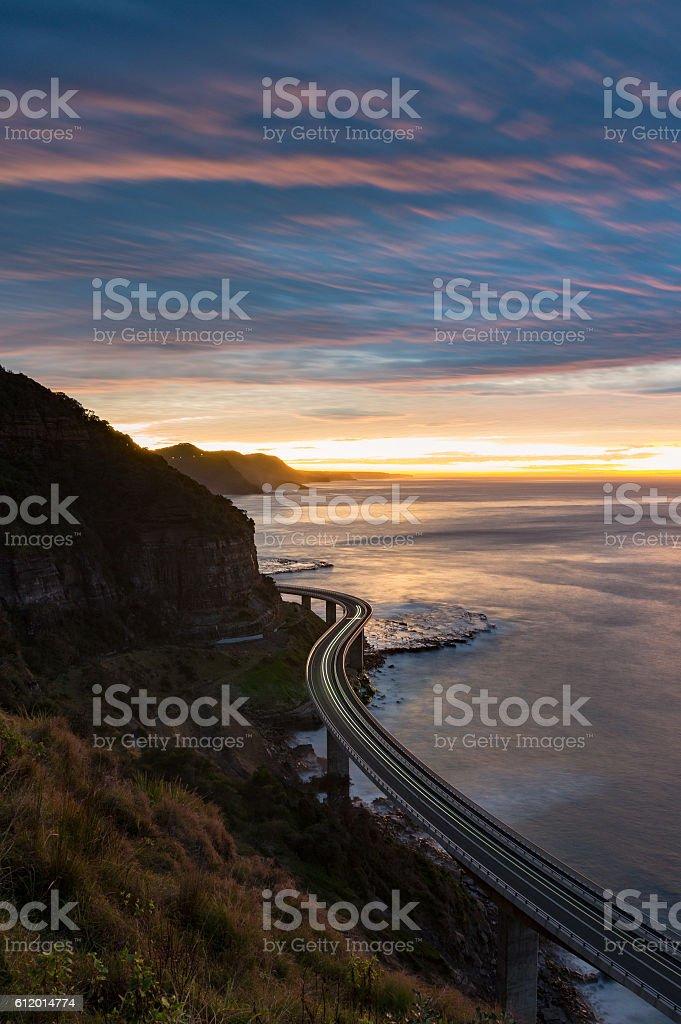Sea Cliff Bridge on sunrise with moving traffic – Foto