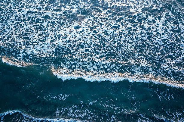 sea from above - sol nascente horizonte drone cidade - fotografias e filmes do acervo