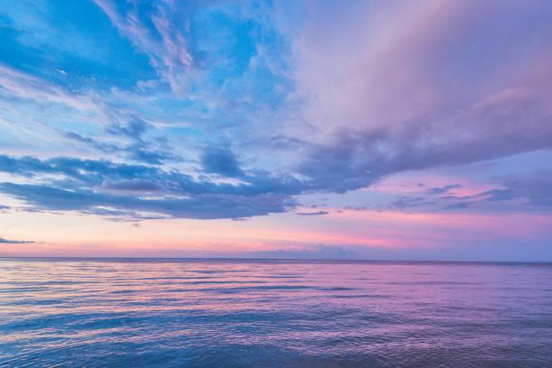 海の風景 - 夜明け ストックフォトと画像