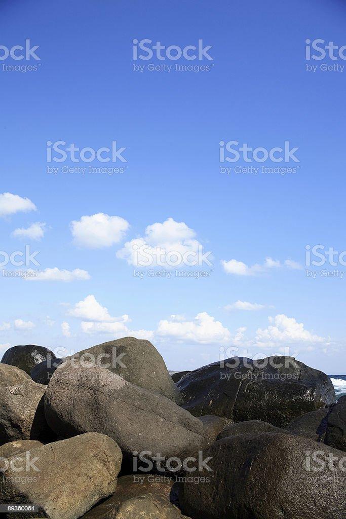 Paesaggio di mare con pietre foto stock royalty-free