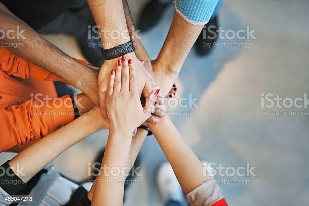 Viele Gehobene Hände Zeigen Einheit Und Teamarbeit Stockfoto und mehr Bilder von Gemeinschaft
