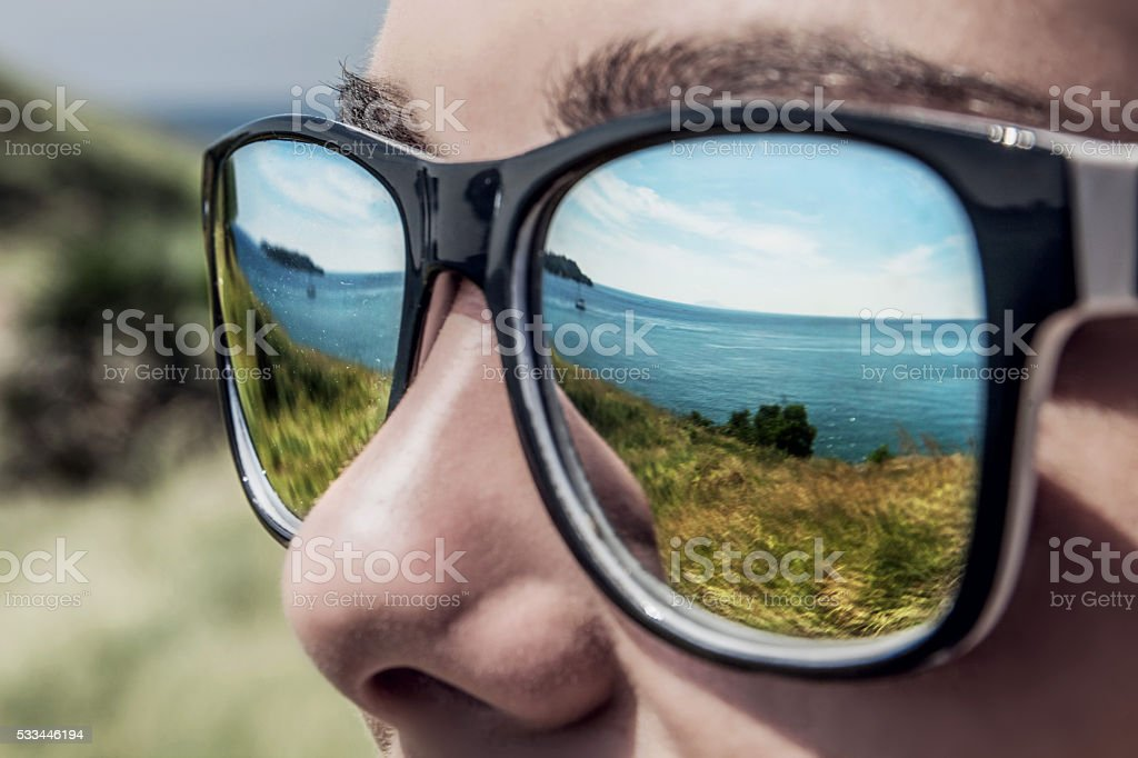 Meer sich in Herren-Sonnenbrille – Foto