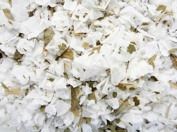 sea salt crystals with wild garlic herbs - bärlauchsalz stock-fotos und bilder