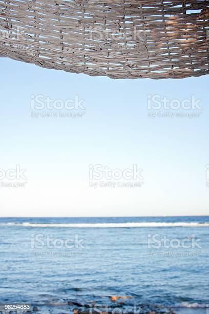 Foto de Mar Sob Guardachuva e mais fotos de stock de Azul