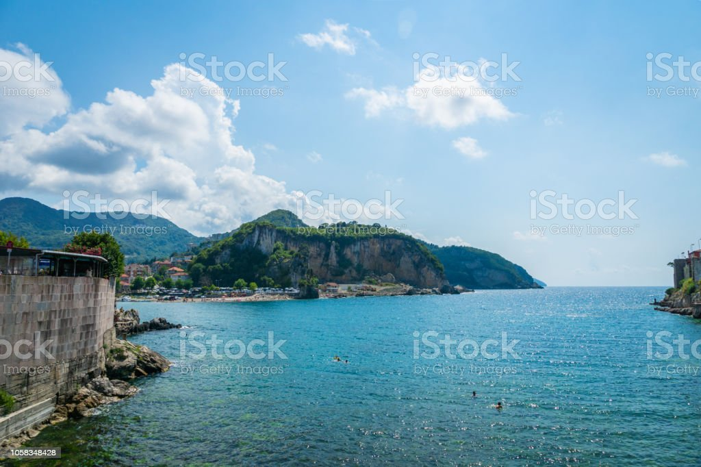 Deniz manzaralı, Amasra, Karadeniz'de Türkiye'de popüler sahil tatil beldesi stok fotoğrafı