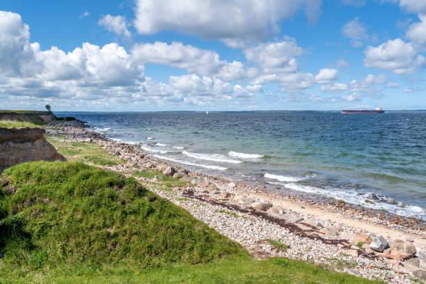 havsutsikt på ven island kusten, skåne, sverige - öresund bildbanksfoton och bilder
