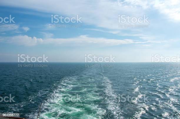 Foto de Água Do Mar Com Ondas E Spray e mais fotos de stock de Azul
