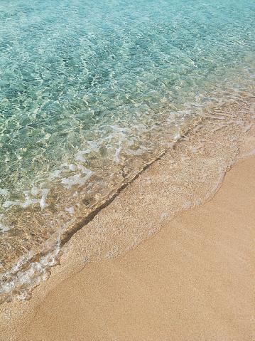 Foto de Onda Do Mar Com Sol Higlights Especulares Na Água Na Praia e mais fotos de stock de Amarelo