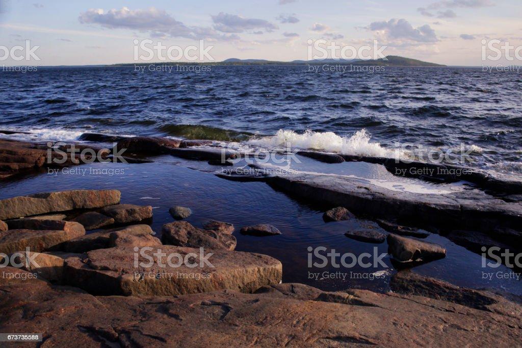 Vagues de la mer verser îles stony photo libre de droits
