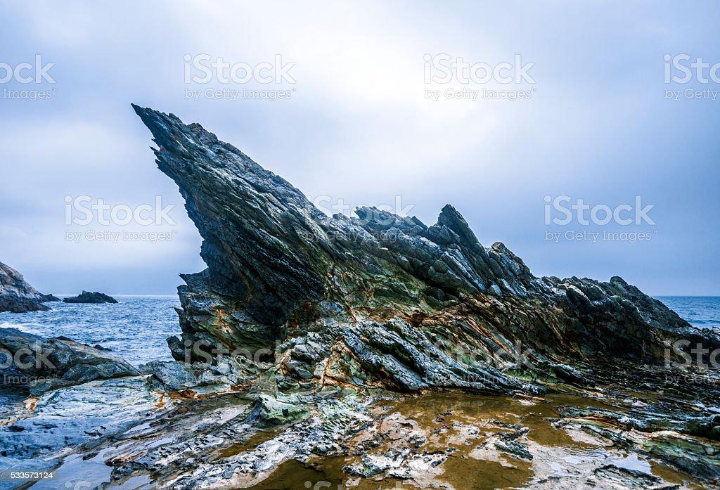 Mar con rocas - foto de stock