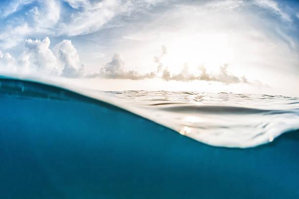 sea with sky - ocean under water stockfoto's en -beelden