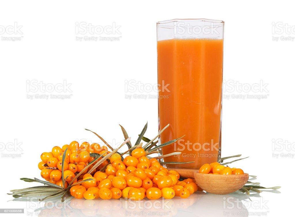 Seabuckthorn, spoon with berries and glass juice isolated on white. Lizenzfreies stock-foto