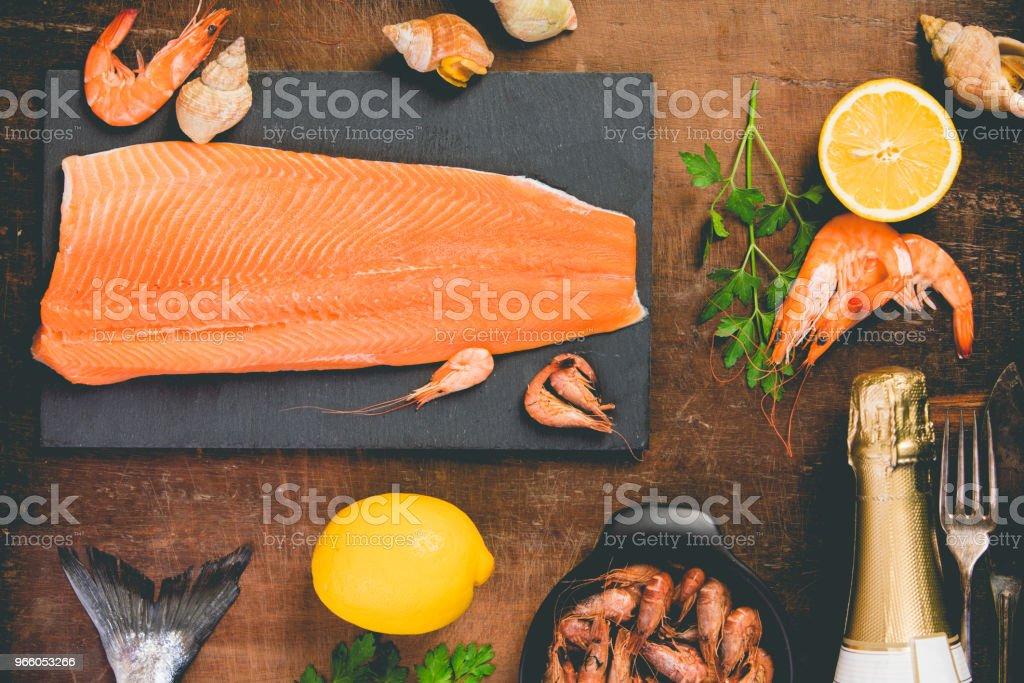 Zeevruchten en wijn - Royalty-free Avondmaaltijd Stockfoto