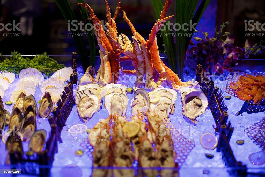Bufé de pescados y mariscos - foto de stock