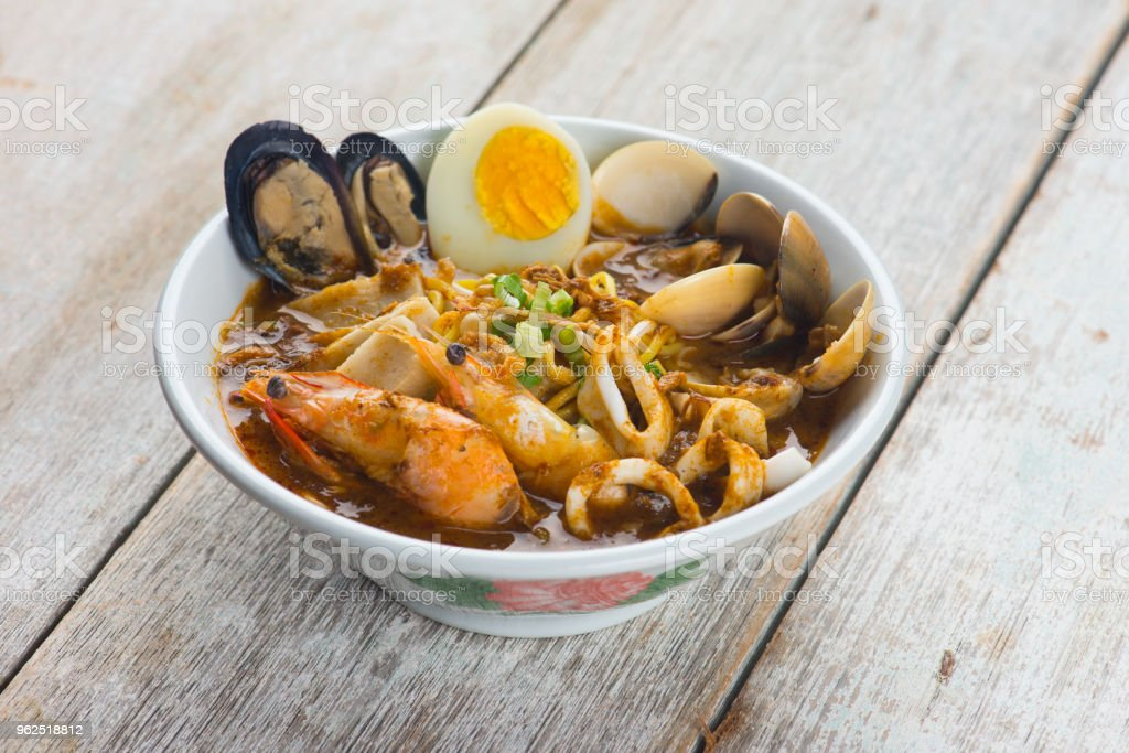 seafood curry noodle with wood background - Royalty-free Appetizer Stock Photo