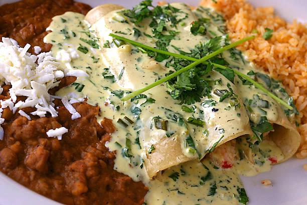 meeresfrüchte und enchiladas - meeresfrüchte enchiladas stock-fotos und bilder