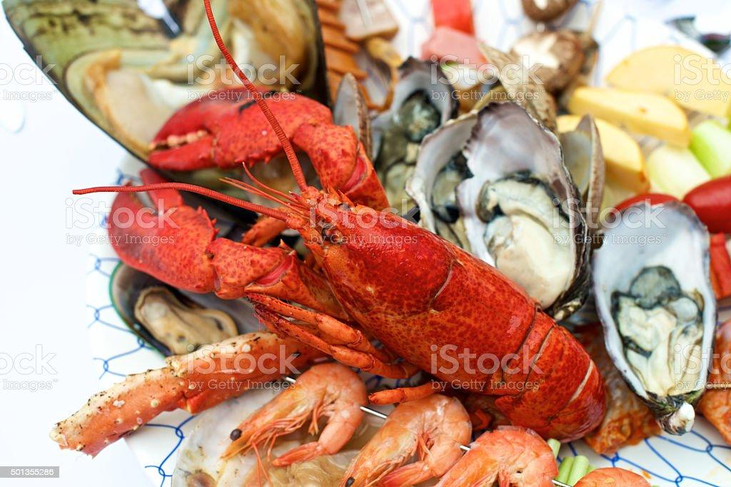 Mesa de pescados y mariscos en la langosta - foto de stock