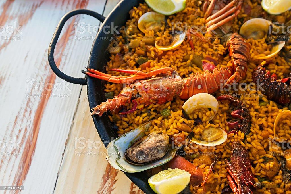 paella de frutos do mar - foto de acervo