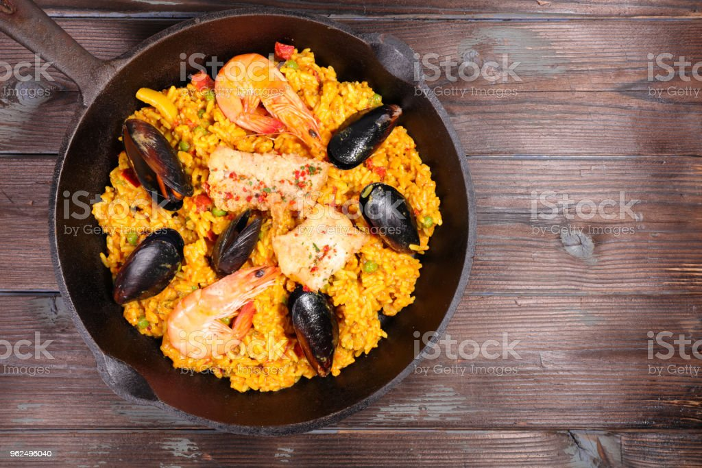 paella de frutos do mar com camarão e mexilhão - Foto de stock de Almoço royalty-free