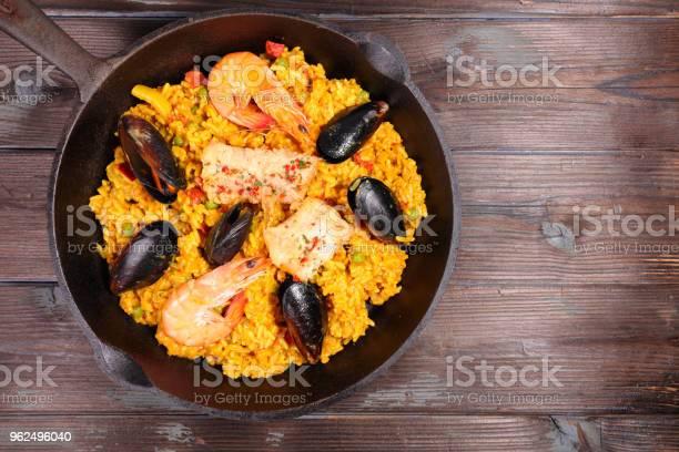 Foto de Paella De Frutos Do Mar Com Camarão E Mexilhão e mais fotos de stock de Almoço