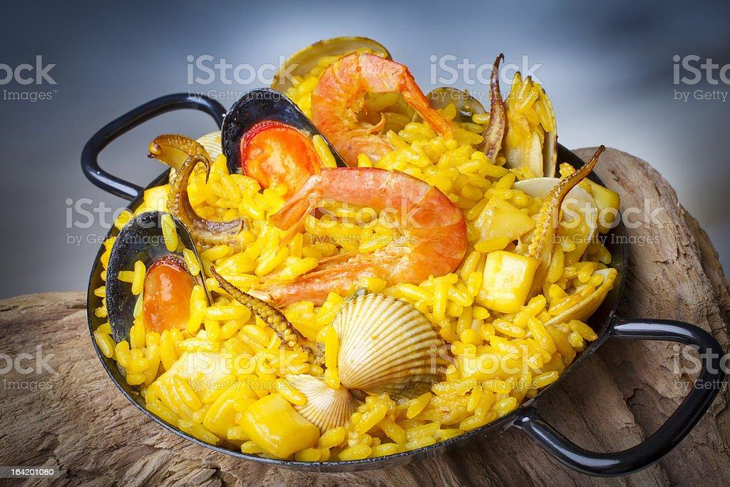 Pescados y mariscos, arroz - foto de stock