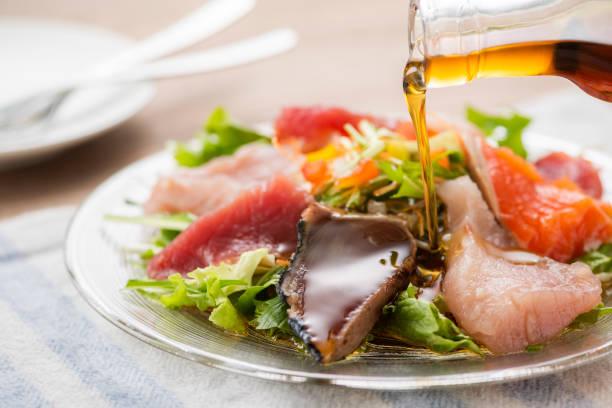 meeresfrüchte-salat - carpaccio salat stock-fotos und bilder