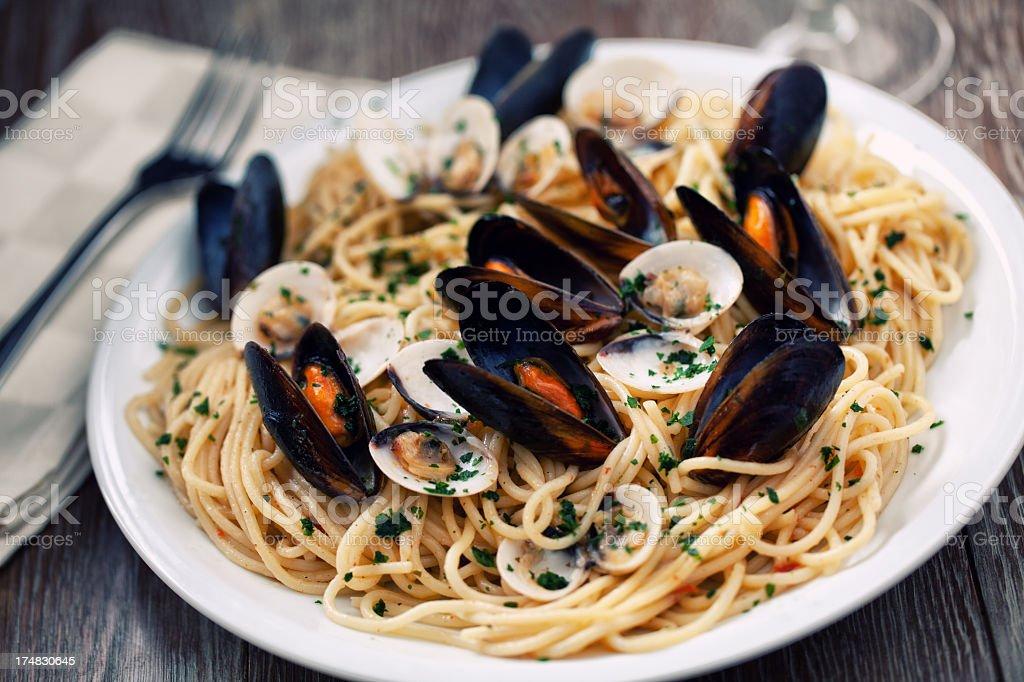 Pescados y mariscos, spaghetti - foto de stock
