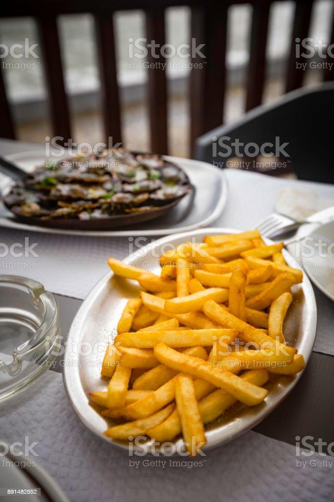 seafood with fries zbiór zdjęć royalty-free