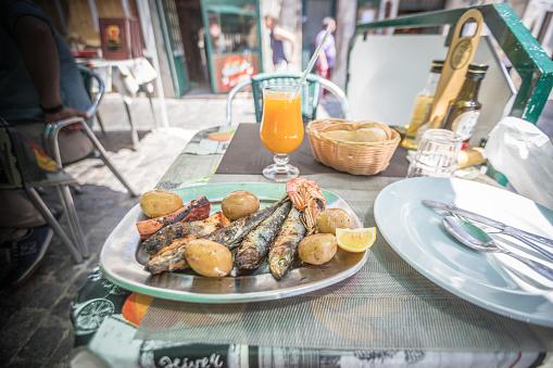 Schaaldieren En Vis In Lissabon Stockfoto en meer beelden van 25 cent