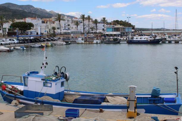 Frente al mar desde el puerto de Les Cases d'Alcanar, España. - foto de stock