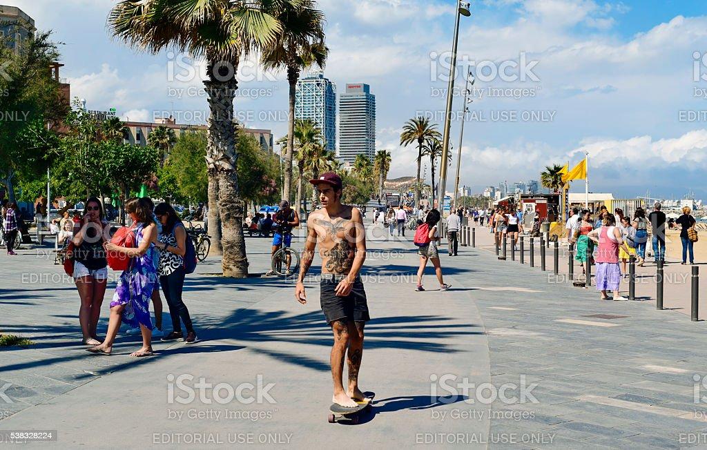 Frente al mar de La Barceloneta en Barcelona, España - foto de stock