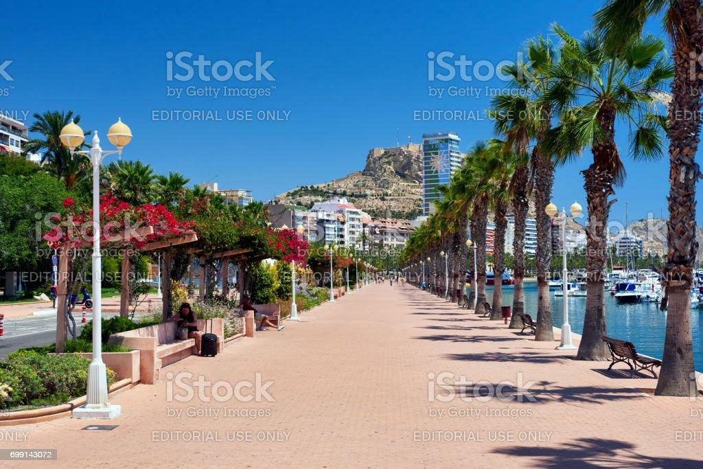 Strandpromenade von Alicante – Foto