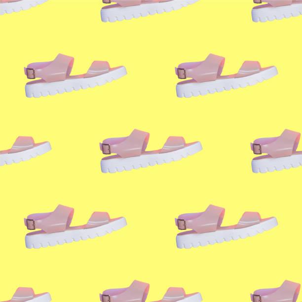 Nahtloses Muster von vielen rosa Sandalen mit weißer Plattform auf gelbem Hintergrund. Collage Kunst. Mode trendige und stilvolle Syto-Kleidungskonzept – Foto