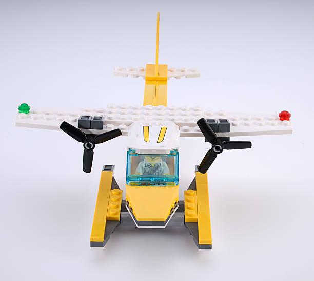 lego-wasserflugzeug - lego flugzeug stock-fotos und bilder