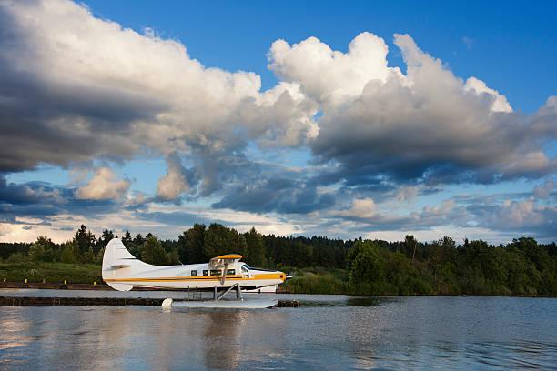 Wasserflugzeug wartet Flug am Abend – Foto