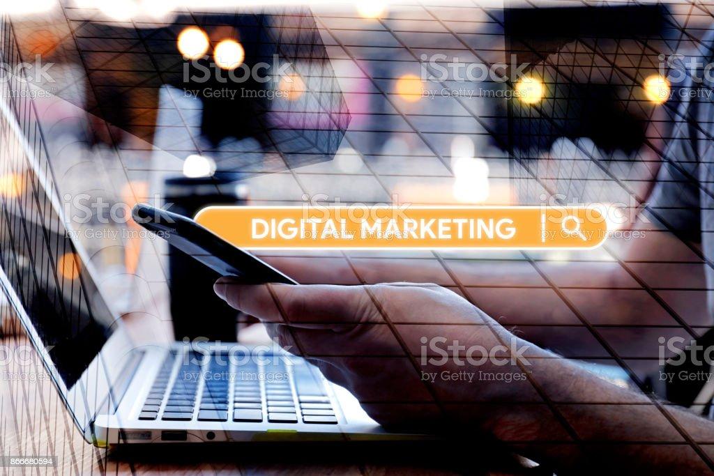 Buscar palabra Digital Marketing en Internet - foto de stock