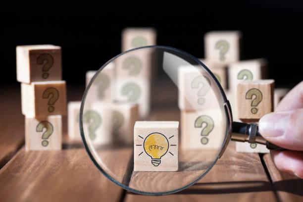 zoeken naar oplossing - vergroting stockfoto's en -beelden