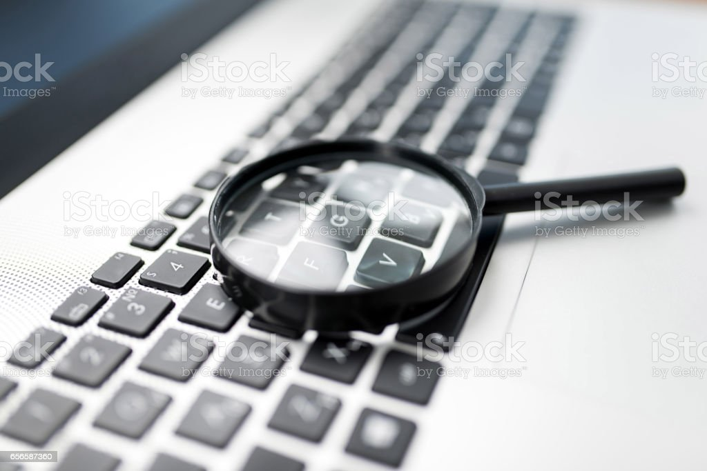 Searching On Internet Concept, Magnifier On Computer Keyboard – Foto