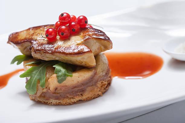 foie gras saisi à la poêle - foie gras photos et images de collection