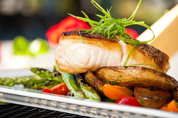 seared halibut with vegetables - heilbutt stock-fotos und bilder